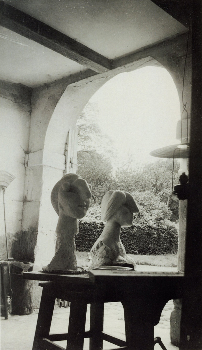 В скульптурной мастерской Пикассо в Буажелу,  фото 1931