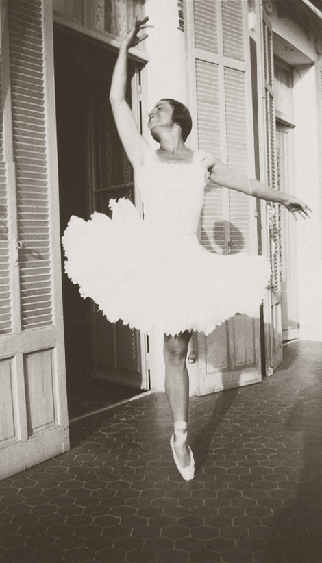 Ольга Хохлова в балетной пачке, Жуан-ле-Пен, 1925. Фото 2