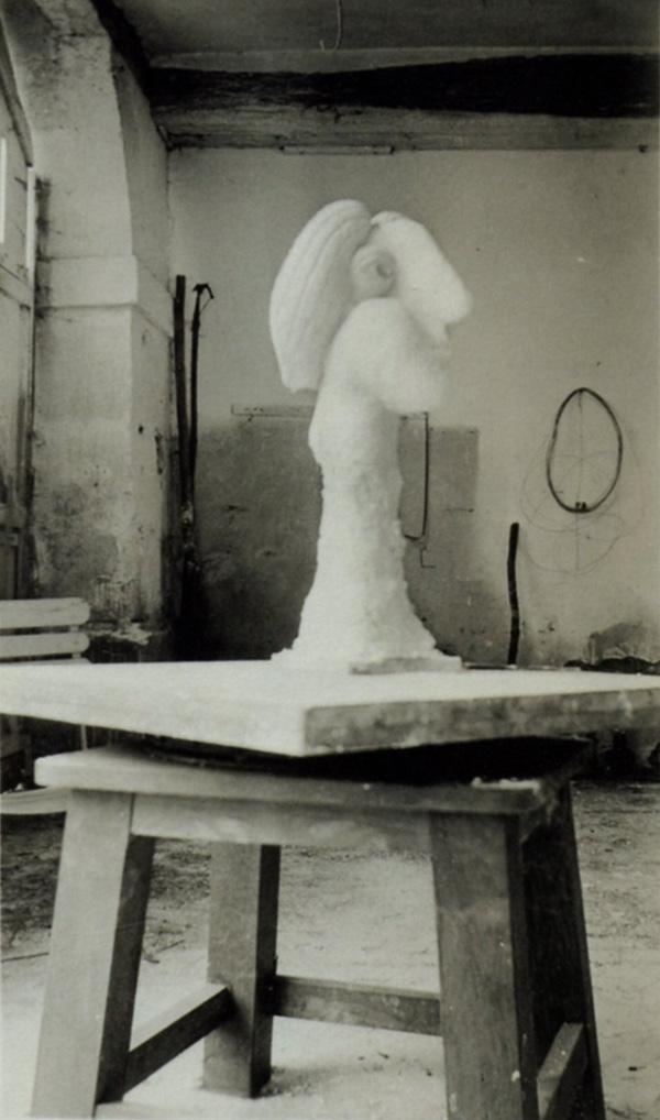 Гипсовая голова, фото в мастерской Пикассо в Буажелу, 1931