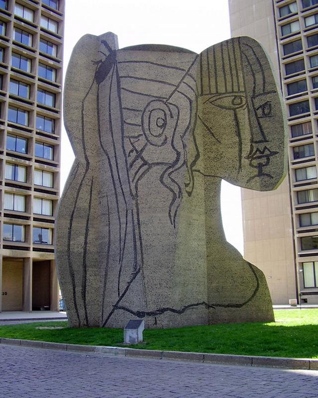Сильветт, бетонная скульптура по образцу Пикассо, установленная около Нью-Йоркского университета в 1967