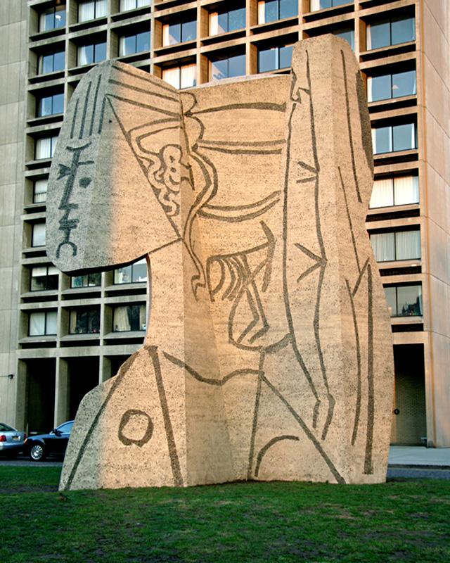 Сильветт, бетонная скульптура по образцу Пикассо, установленная около Нью-Йоркского университета в 1967, другой ракурс