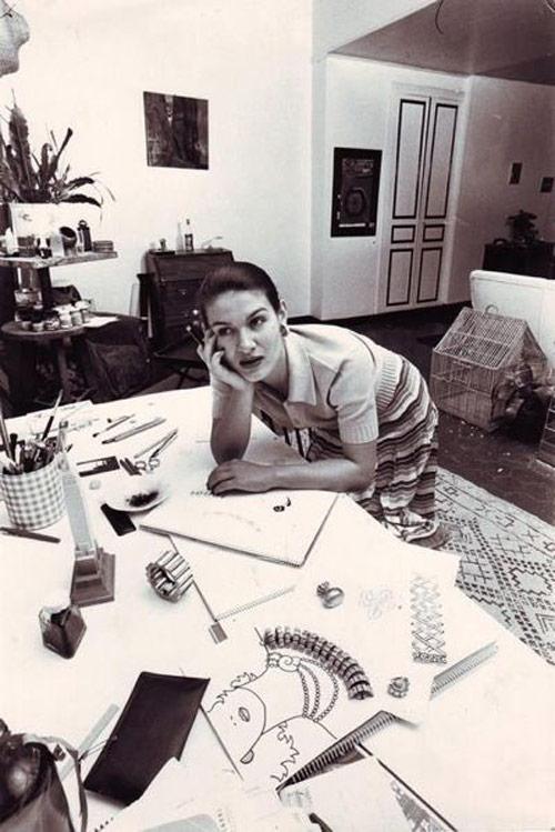 Палома Пикассо рисует ювелирные украшения, Париж, 1970е